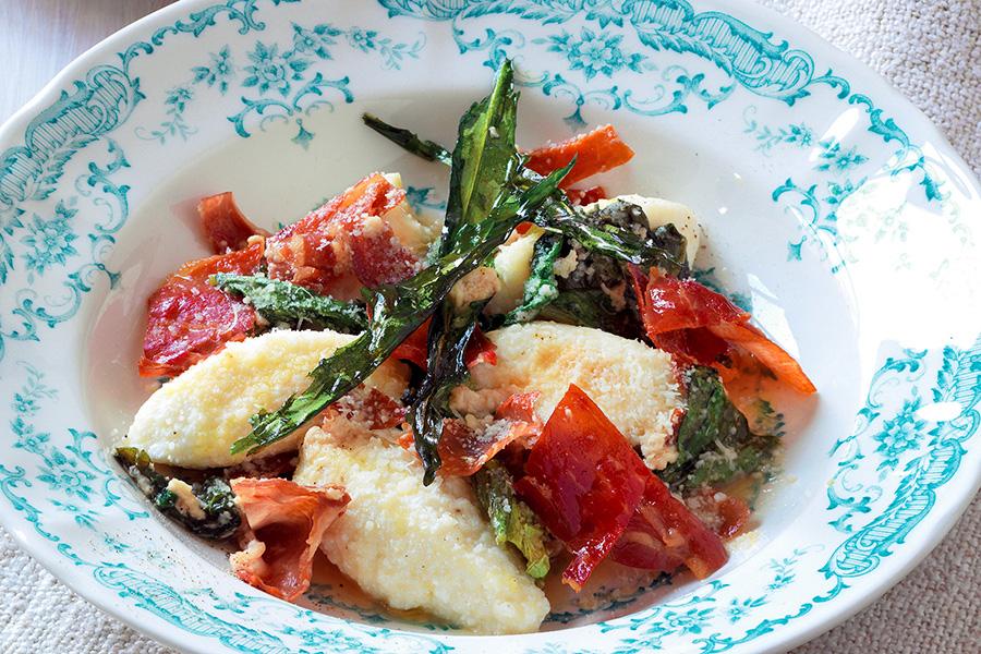 Ricetta Gnocchi di ricotta, verdure e prosciutto