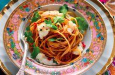 Ricetta Spaghetti all'assassina con scampi e peperoncino