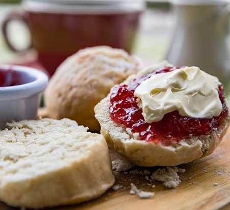 Scones dolci e salati per l'ora del tè