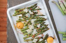 Asparagi al forno con pinoli e limoni arrosto